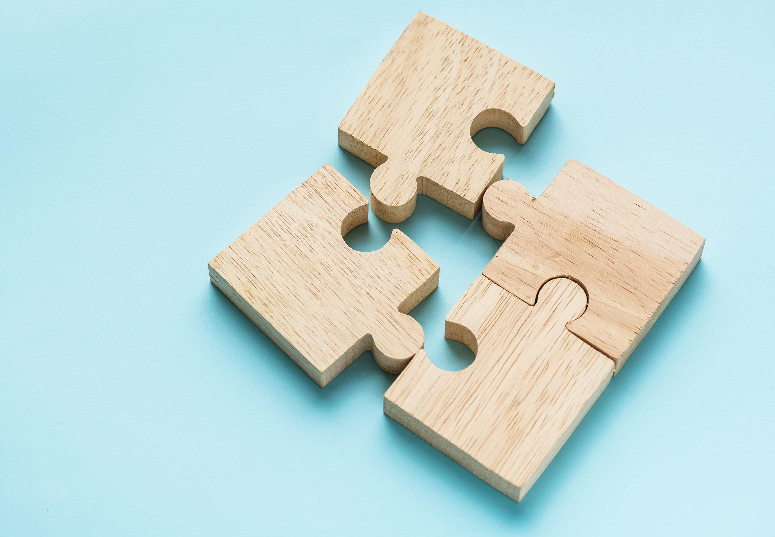 jigsaw-teamwork-concept-macro-shot